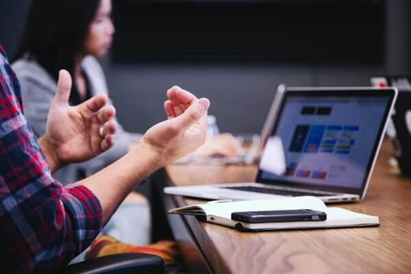 給聽損者8個線上會議的溝通技巧